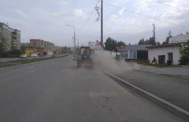 Коммунальщики в центре Карабаша подняли пыльную бурю