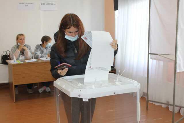 В Карабаше впервые голосуют 142 молодых избирателя